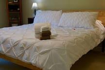 "New 12"" Memory Foam Green Tea Mattress on Tuscan Wood King Bed"
