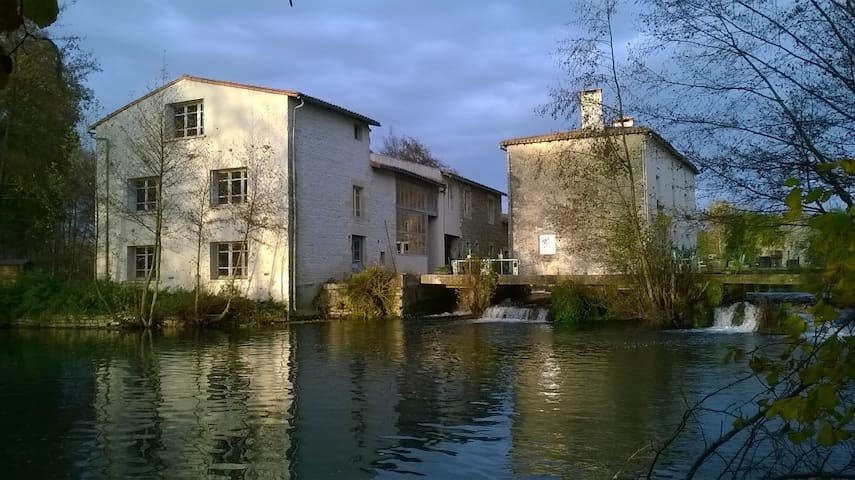Moulin Neuf,  Water mill, Bed and Breakfast - Nanteuil - Aamiaismajoitus