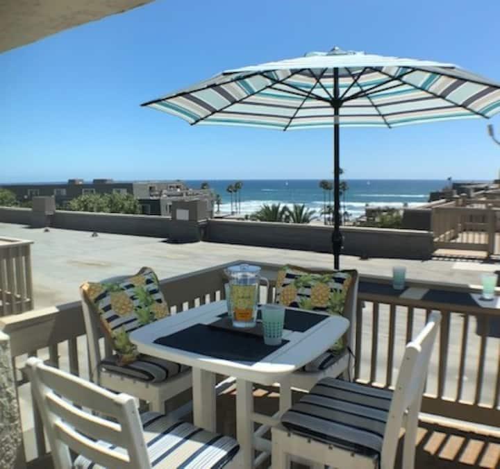 Penthouse B: Luxury w Rooftop deck & Ocean View!