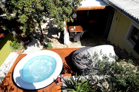 COMFY JACUZZI couple flat few steps from BEACH