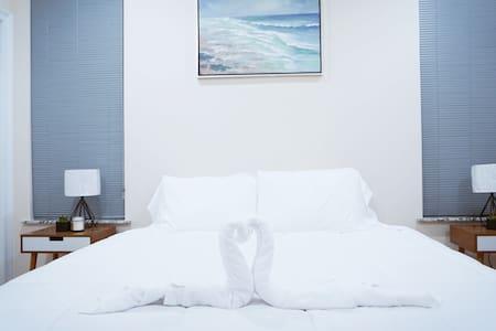 🔥STEPS 2 BEACH❤️ | SLEEPS 3 W/ W+D