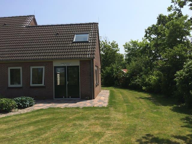 """Zomerwoning """"Zandhoekje"""" in Domburg - Domburg - กระท่อม"""