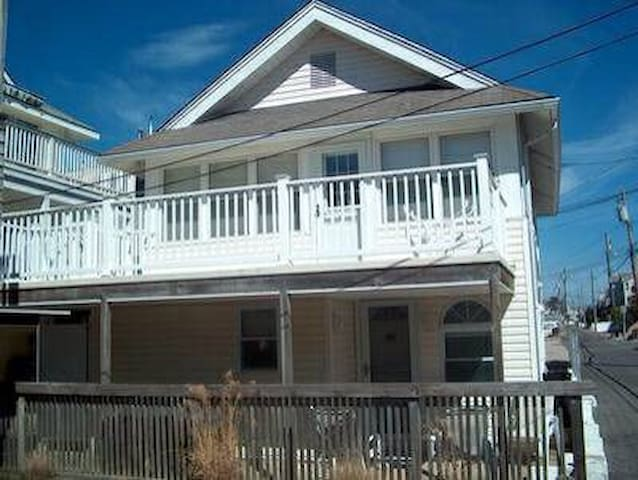 OCNJ Southend Small Beach Alley Condo - 1st Floor
