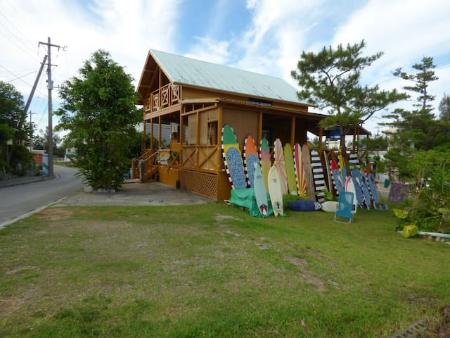 TROPICAL SURF HOUSE SURFING KITESURF SUP SNORKEL - Onna-son - Bed & Breakfast