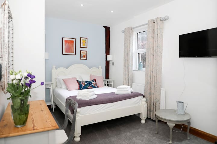 Cosy double bedroom with king size bed.