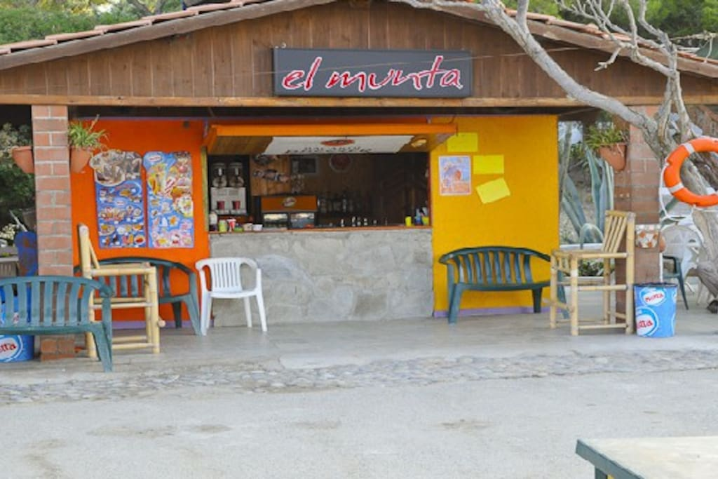 Il bar del villaggio!