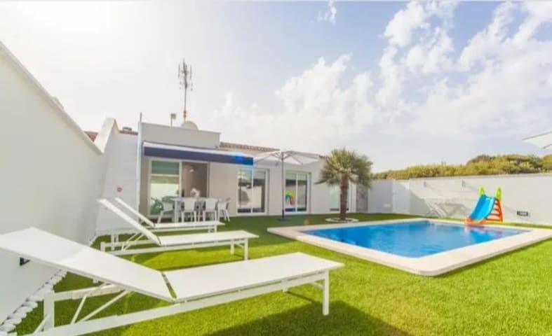 Villa con Piscina Junto al Mar
