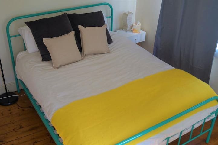 Fabulous sunny value room in trendy Erskineville