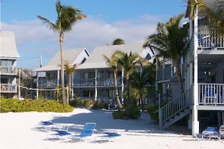 Lahaina Inn and Resort - Fort Myers Beach