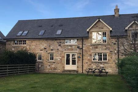 The Old Dairy - Stunning Cottage at Ellingham Hall