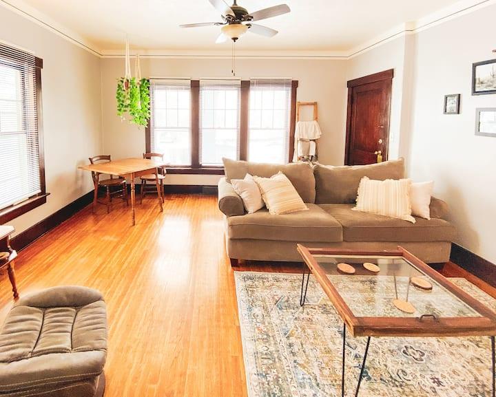 Comfortable Midtown 2 Bedroom Apartment