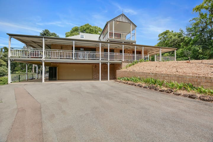 'Magnificent' Mayfield Homestead - Sleeps 12