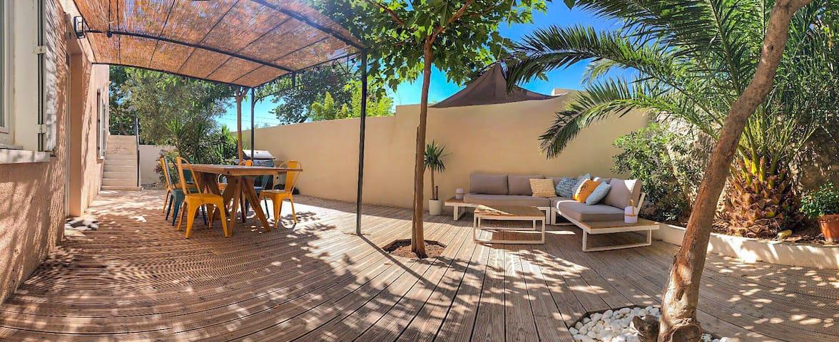 T2 climatisé proche des plages avec belle terrasse
