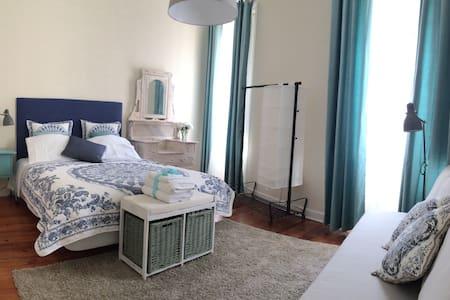 My Home in Porto - Turquoise bedroom - Porto