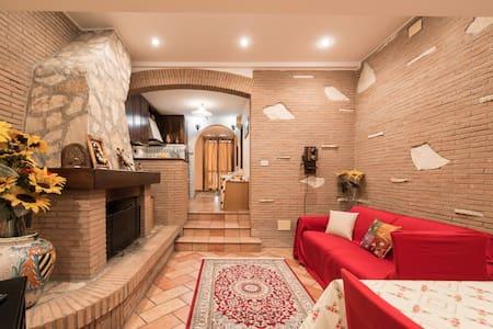 Villetta Angelina Roma-ottavia - Roma - House