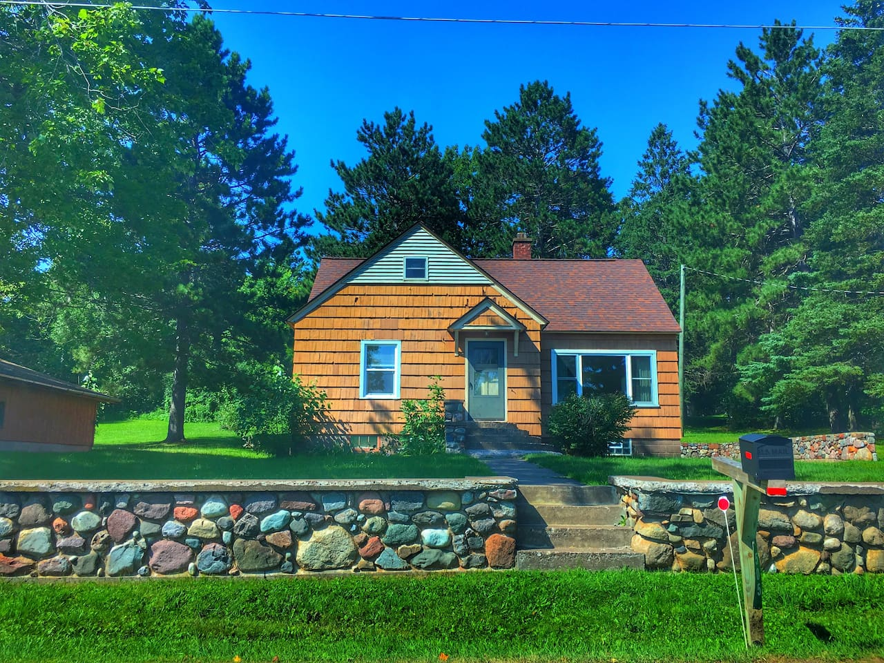 A perfect four season retreat in the Upper Peninsula at the feet of the Porcupine Mountains