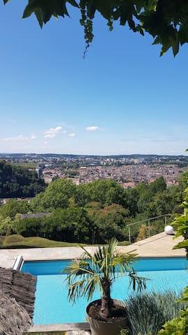 Chambre face à la Citadelle de Besançon
