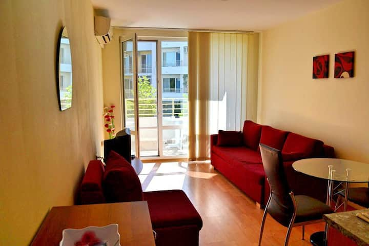 Cosy studio in 8.8 rated complex at Sunny Beach