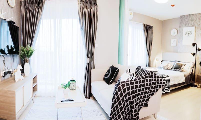 月租18000泰铢杏1亚洲设计大奖明星社区一室一厅整套中文房东巨大泳池健身房Bangkok