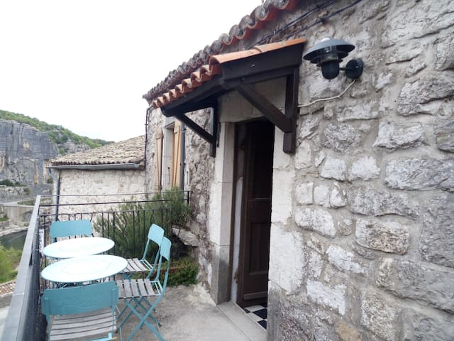 maison pierre et voûte cœur du village 300m rivier - Balazuc - Casa
