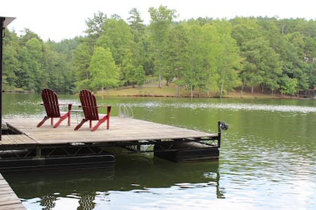Charming Lakehouse in the Woods, Year Round Beauty