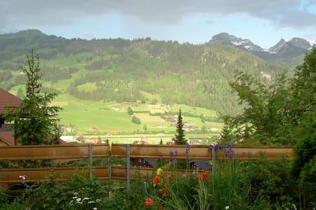 Unterkunft mit Terasse, Garten - Zweisimmen