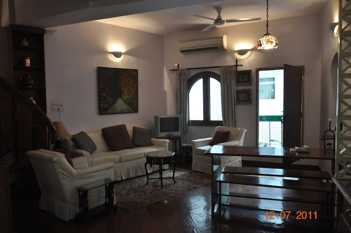 Central Delhi Lodhi Gardens AC Flat - The Snuggery