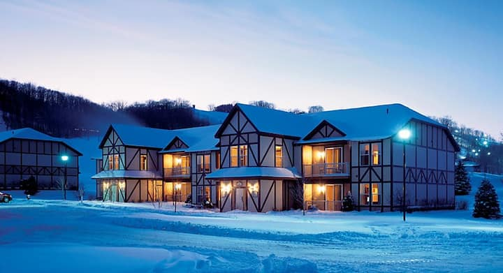 Boyne Mountainside Ski Resort, One Bedroom for 4!