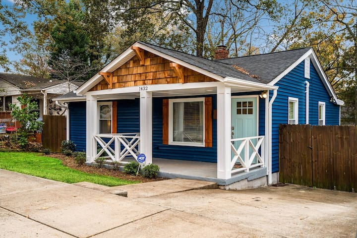 Cozy Blue Bungalow Near NoDa and Plaza Midwood