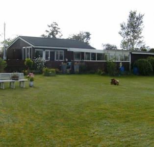 Hyggeligt sommerhus, med havudsigt - Juelsminde