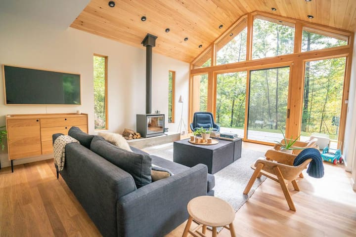 Family Friendly Lux Country Retreat with Fireplace