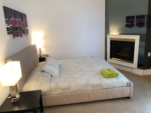 Spacious 2BR2BA by LAX & Venice parking for 2
