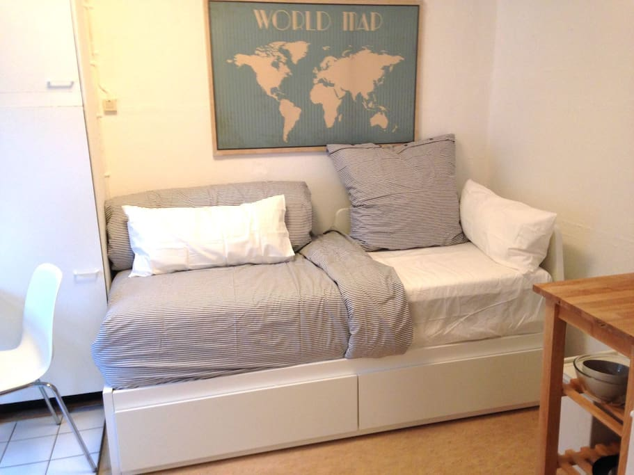 Extends to double bed (real mattress)