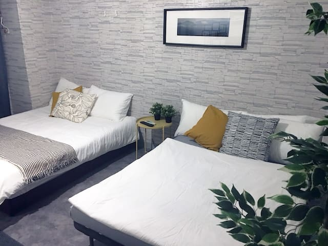 Square Studio for 1-4guests @ Ximen MRT (5MinWalk)