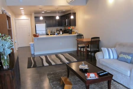 Downtown Lawrence Apt - Lawrence - Wohnung