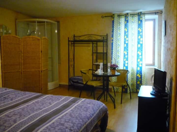 Chambre 20m2, Bourgogne, 8min Mâcon, proche A6-A40