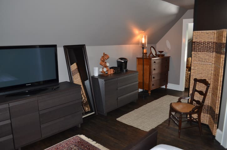 Master Bedroom towards landing