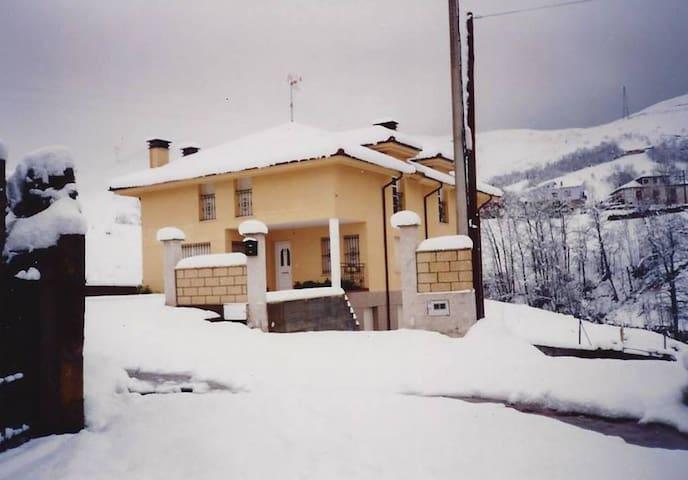 Casa en picos de europa - La Robellada - Appartement