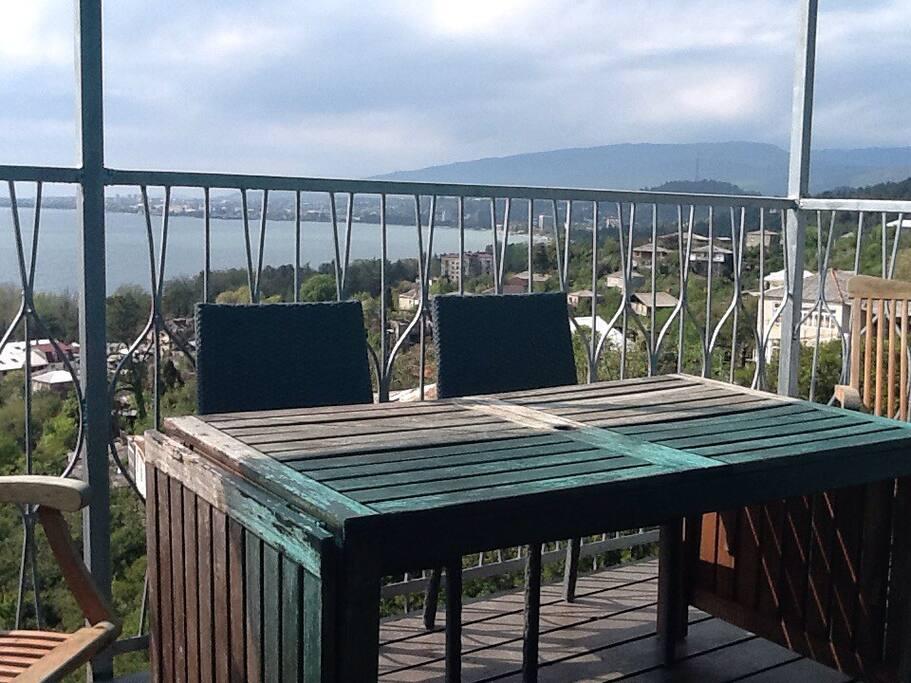 Балкон апартамента  Лазурный