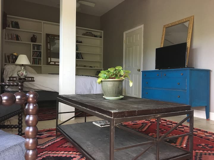 Sunlit, airy getaway near university and downtown