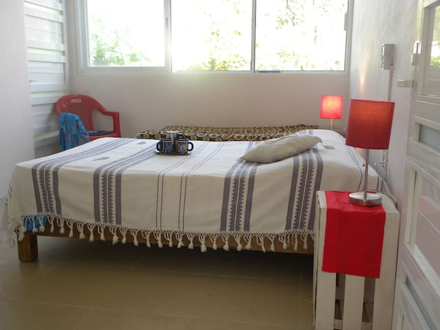 SPACIOUS BEDROOM NEAR THE BEACH, HUATULCO - Santa María Huatulco - Ev
