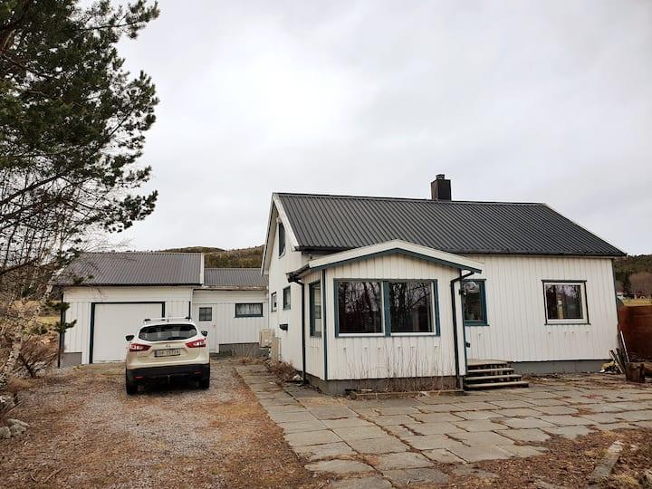 Koslig lite hus i landlige omgivelser