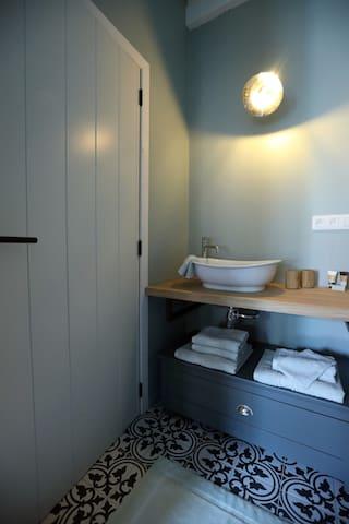 French Green – Bathroom