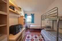 Room |3 single beds