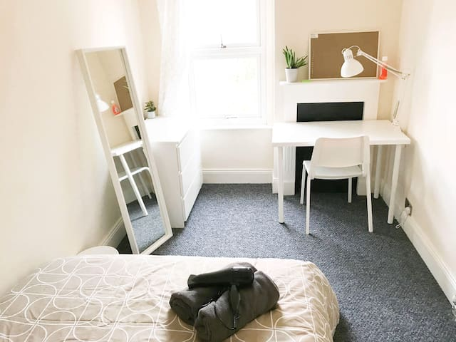 FULLY RENOVATED ROOM WITH NEW MEMORY FOAM MATTRESS