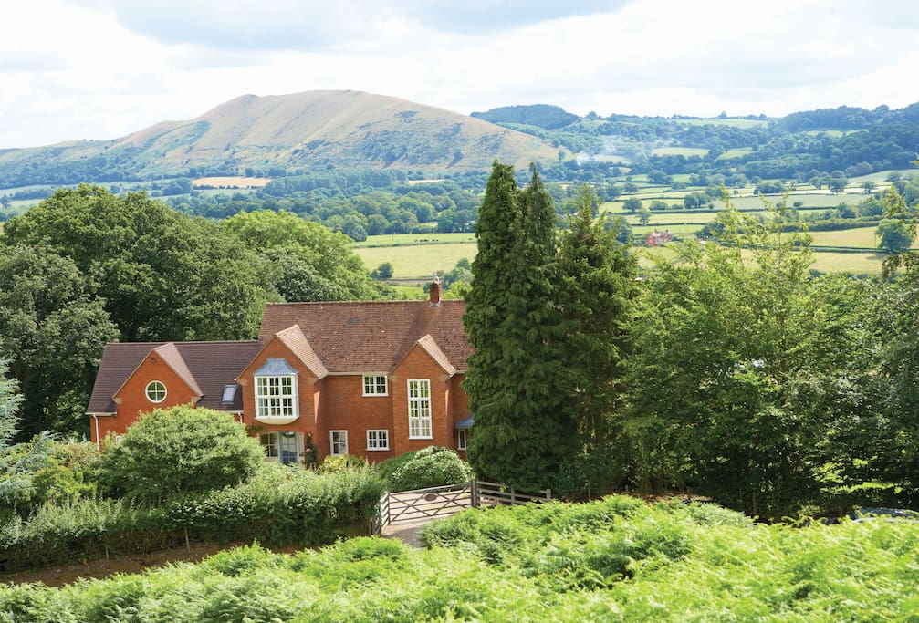 The Oaks, a detached country holiday house in a tranquil position in the South Shropshire hills