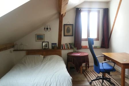 Room in 18th century property easy access Geneva - Cessy - Bed & Breakfast