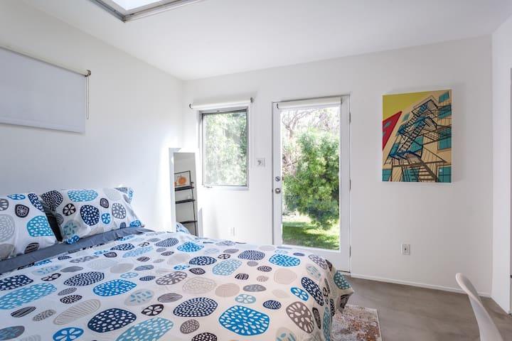Guest house bed (Queen)
