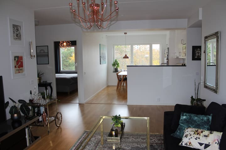 Spacious and bright apartment close to city - Täby - Appartement
