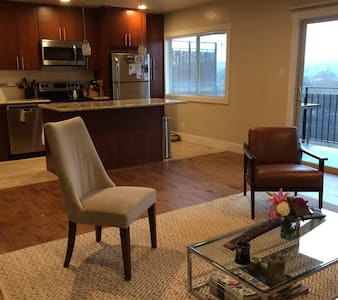 Modern w/ Patio + View, walk to Bart (discounted) - Lafayette - Apartment